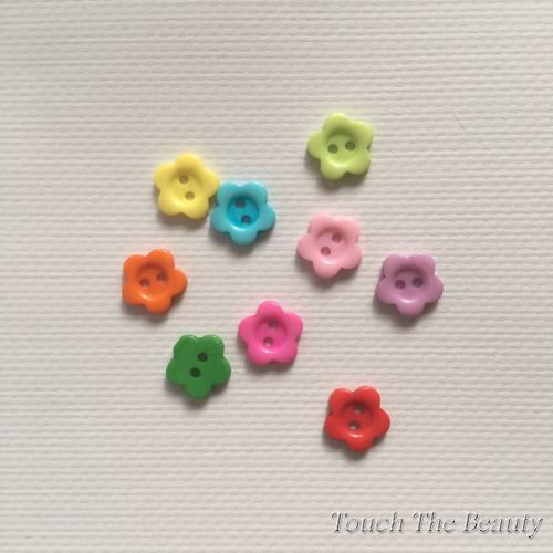 Пластиковые пуговицы. Цветочек. 15мм (10шт)