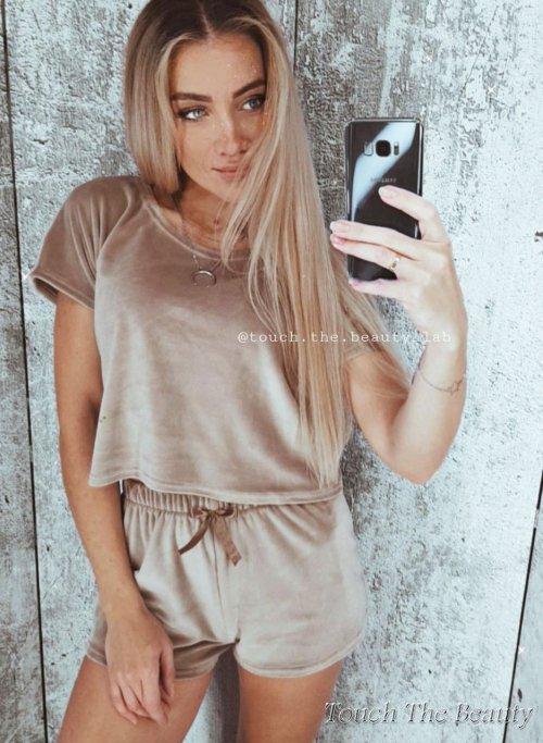 Пижама, домашний костюм Велюр (футболка + шорты)