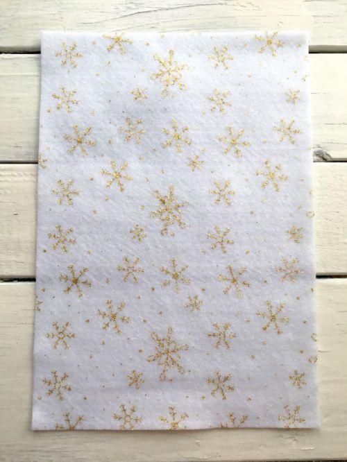 Мягкий фетр с блестками (снежинки на белом фоне)